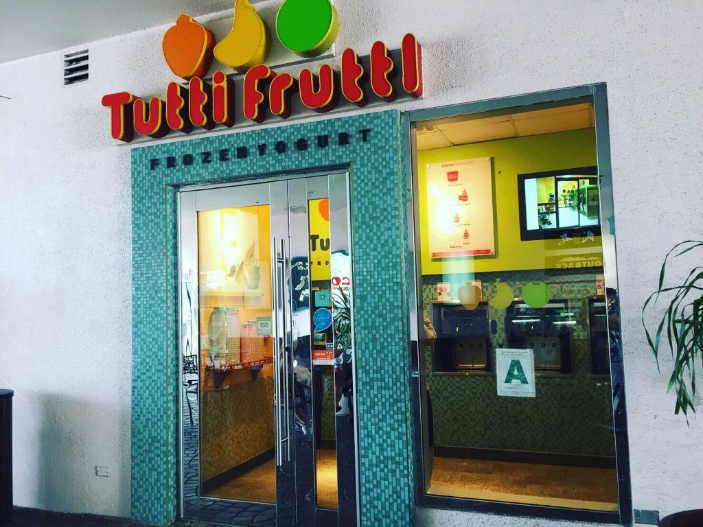 グアムのフローズンヨーグルト「Tutti Frutti」